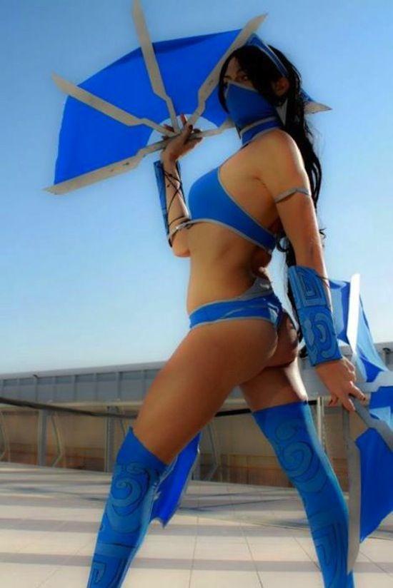 Mortal Kombat Cosplay Sex and Ballbusting with Crystal