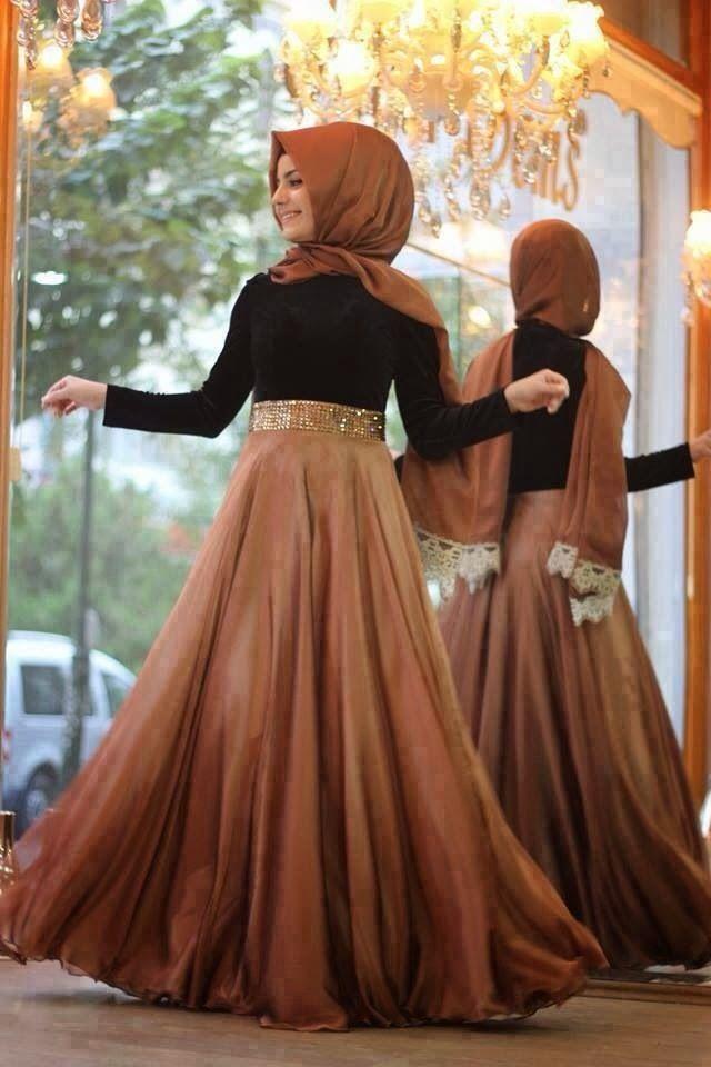 Un Must  have  incontournable!!sa change des tenues typiques la culture et le savoir faire oriental donne naissance a l'élégance même et une nouvelle vue sur le port du HijaB moi j'aime beaucoup et biensur je m'en procurerais autant que possible