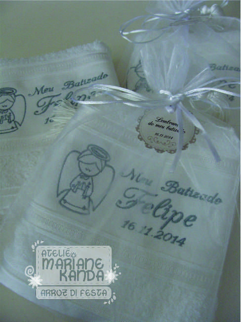 almofada personalizada para lembrancinha batizado toalha