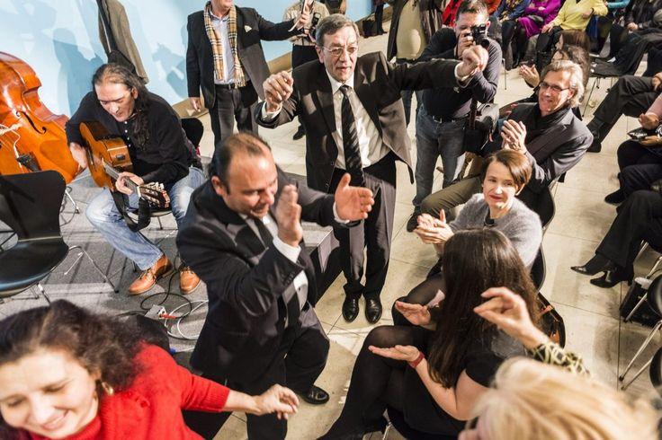 Spontane Tanzeinlage bei Ausstellungseröffnung im Wien Museum  #wienmuseum #vernissage #eventfotografie #wien