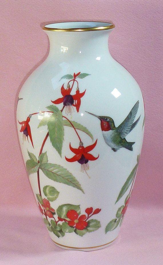 1981 Franklin Porcelain Basil Ede Gold Accent Garden Bird Vase Red Throat Throated Hummingbirds