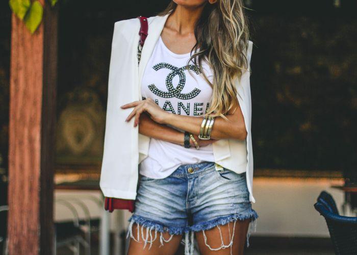 blazer capa branco mais shorts jeans - look perfeito