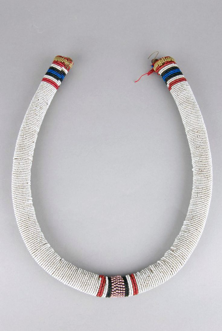 South Africa | Necklet from the Zulu people. Glass beads and natural fiber | ca. 1954 or earlier