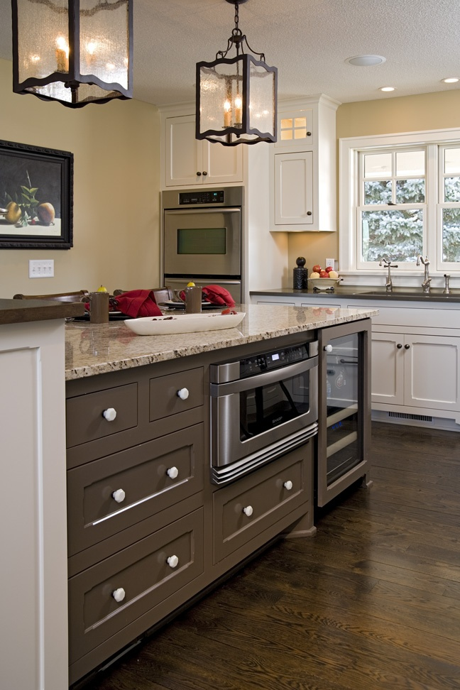 Countertop Microwave Under Cabinet : ... on Pinterest Transitional kitchen, Kitchen photos and Countertops