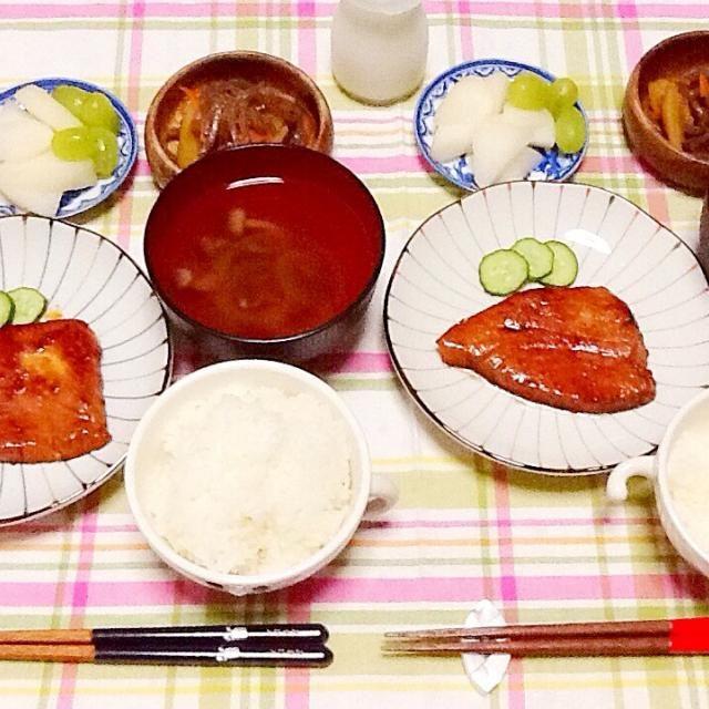 お吸い物 めかじきの照り焼き じゃがいもとこんにゃくの煮物 果物 - 51件のもぐもぐ - 晩ご飯(*-ω・)人(・ω-*) by さとう かおり