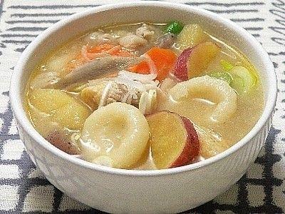 海外セレブも注目する「みそ汁」は、健康にも良いとされる成分が豊富。野菜や具をたっぷり入れたみそ汁なら、おかずも兼ねた汁物になり一杯で大満足な上に、身体もあたたまります。栄養バランスで体調を整える、野菜たっぷりでヘルシーな和食「具だくさんみそ汁」のレシピを10個ご紹介します。