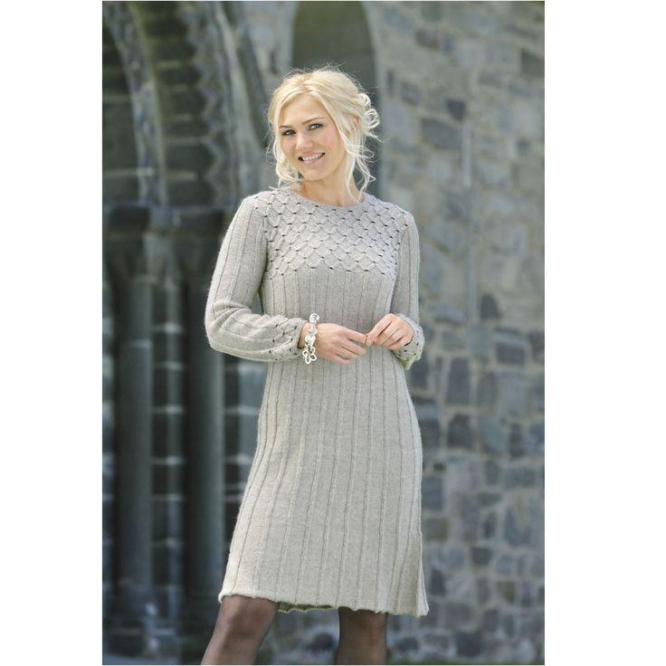 Kjole med smock i Mini alpakka fra Sandnes Garn - Køb garn og opskrift til en kjole med smock her