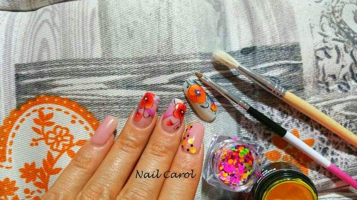 Nail art design micropittura papavero