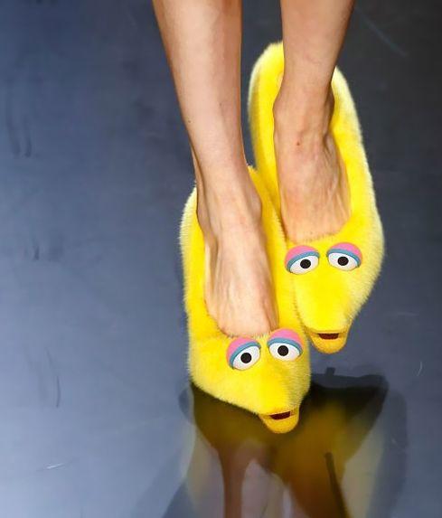 Resultados de la Búsqueda de imágenes de Google de http://www.hiddengarments.cn/wp-content/uploads/2012/10/Celine-furry-shoes-Spring-Summer-2013-show-Paris-Fashion-Week.jpg