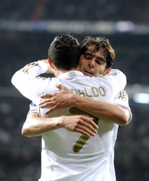 Kaka and Cristiano hug after CR7's 100th goal in La Liga