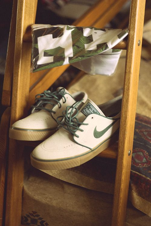 Nike shoes & Nike camo motivational T