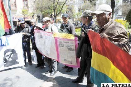 Víctimas de dictaduras instalaron piquetes de huelga de hambre