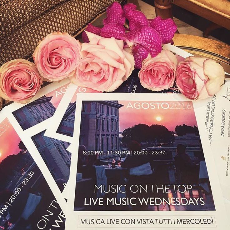 MUSIC ON THE TOP🙌🏻🌅🎤 Tutti i mercoledì sera musica live con vista solo all' #HotelCarltonOnTheGrandCanal #livemusic #GranCanal #terrace #rooftop #luxuryhotels #luxurytravel #Venice