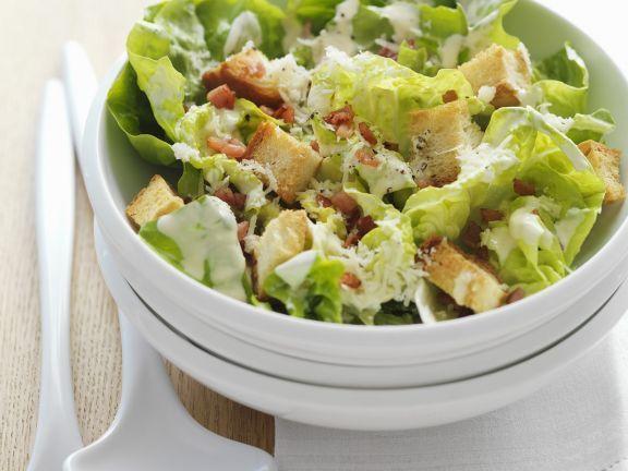 Salat nach Cäsar-Art mit Croutons ist ein Rezept mit frischen Zutaten aus der Kategorie Salat. Probieren Sie dieses und weitere Rezepte von EAT SMARTER!