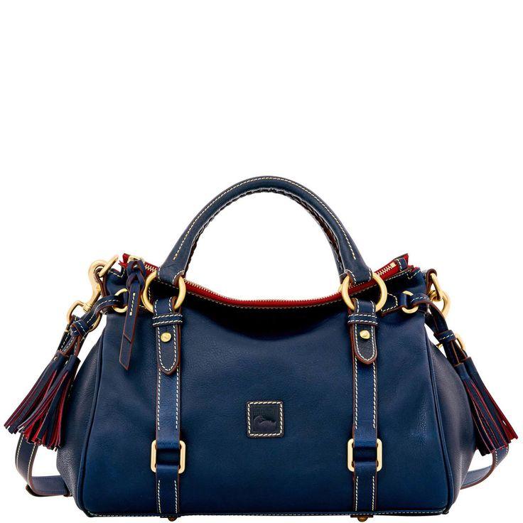 Love the color!!!!!NEEEEEEEEEEED this bag