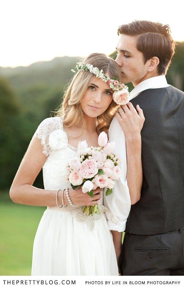 Romantic couple shoot | Photographer: Life in Bloom, Styling: Sunshine & Confetti
