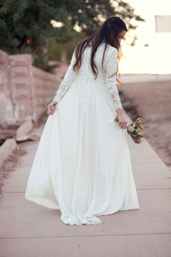 ON HOLD ivory pleated empire waist lace sleeve 70s por BirdyJames