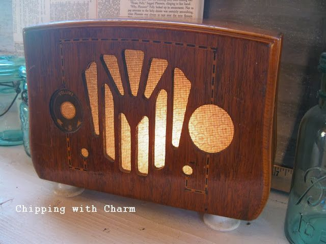 "Chipping with Charm: Old Radio turned Light...time to ""shine""...http://www.chippingwithcharm.blogspot.com/"