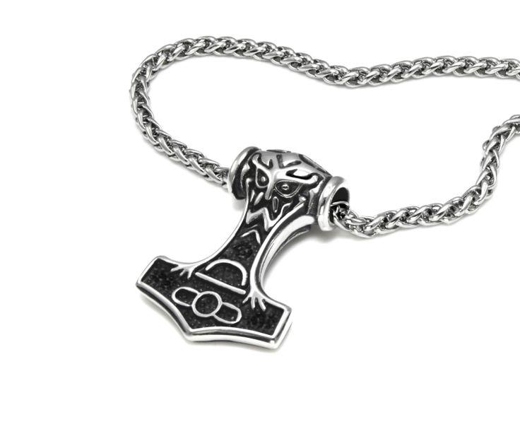 Tøft Tors hammer anheng og kjede i rustfritt stål. Topp gavetips for gutter og menn.