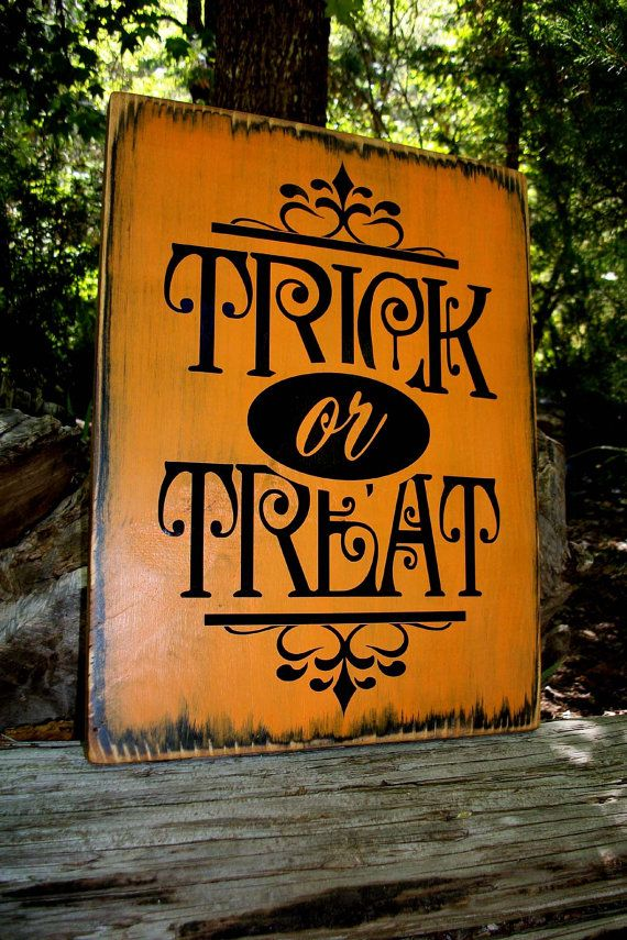 WOODEN HALLOWEEN SIGN, Painted Sign, Trick or Treat, Autumn, Fall, Holidays