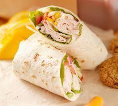 Esta receta de lunch nutritivo y rápido es muy completo pero sencillo y delicioso para los niños. Mándales éste wrap de pollo a tus hijos en éste regreso a clases y asegúrate de su buena alimentación, además de que les encantará.