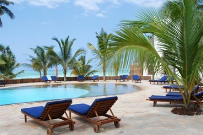 Sultan Sands Island Resort : Sultan Sands Island Resort is situated next to sister resort, the Bluebay Beach Resort