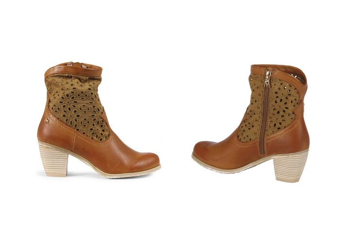Stivale texano Maria Mare color cuoio con inserti in pizzo. Cowboy boot tan colour with lace details. www.calzaveste.it