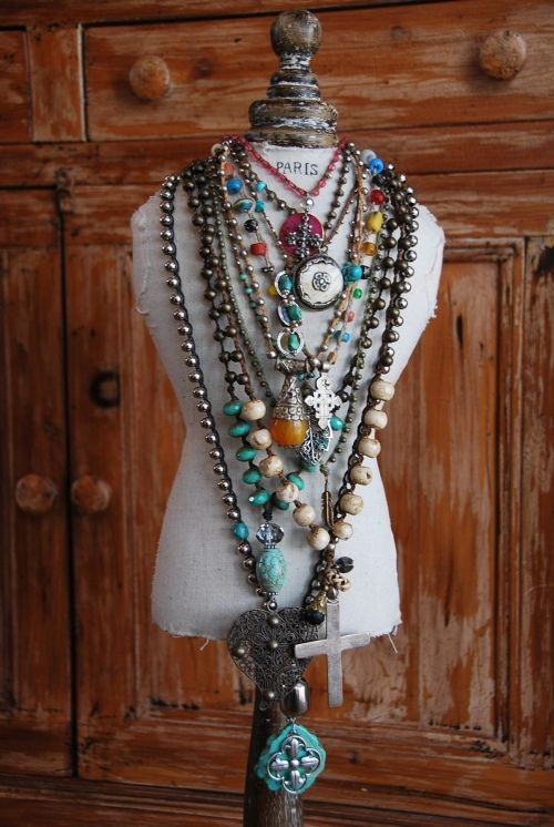 ♥....#EvolvingFashion #JewelryLayering #NecklaceLayering…