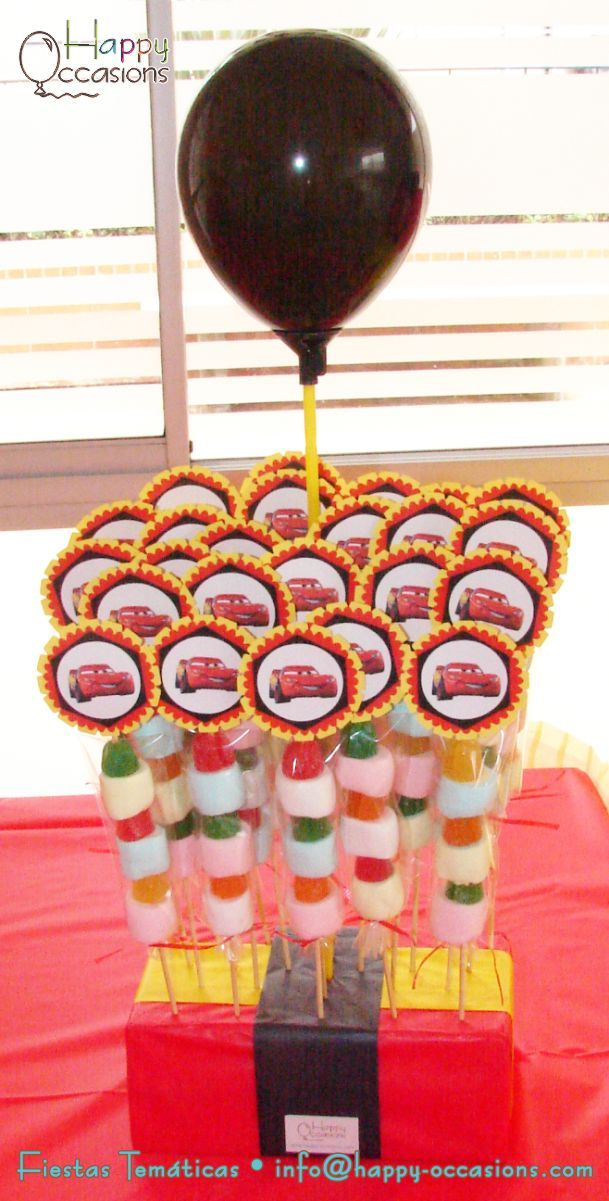 Portapinchos de pinchos de masmelos y gomitas www.happy-occasions.com