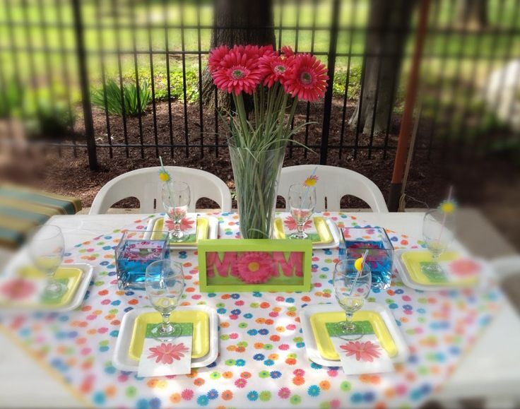 Simple Outdoor Party Mothers Day Lunch Table Decoration with Floral and Gift Ideas - Decoration Gallery on Pointerior.com