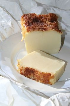 Cuajada -  Délicieux gâteau espagnol à base de yaourt qui ressemble un peu à une sorte de flan cuit. Il existe nombreuses variantes : au citron, à la vanille à l'orange, au chocolat, ou encore au rhum ou aux fruits confits ou secs (avec des pruneaux...