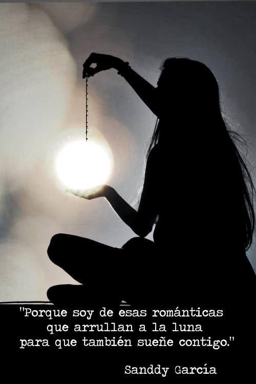 〽️Soy de esas románticas que arrullan la luna...