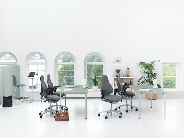 RH Mereo, a fusion of functional and visual design with dynamic ergonomics #InspireGreatWork #design #ergonomics #Scandinavian #chair #office