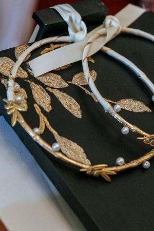 Unique wedding wreaths #stefanagamou See more:http://www.love4weddings.gr/santorini-romantic-wedding/