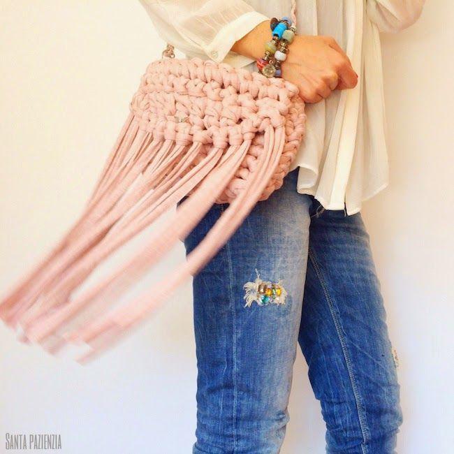 Tutorial para tejer este bolso de trapillo con flecos | Santa Pazienzia