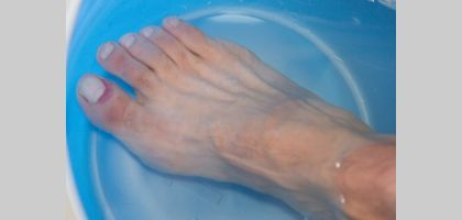 How to Soak an Infected Toe | eHow