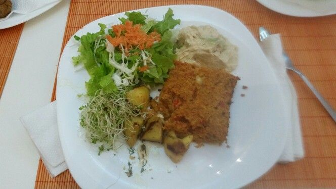 Manna croup, grilled potatoes, hummus, sprouts, salad