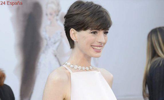 Anne Hathaway podría sustituir a Amy Schumer en la película sobre Barbie