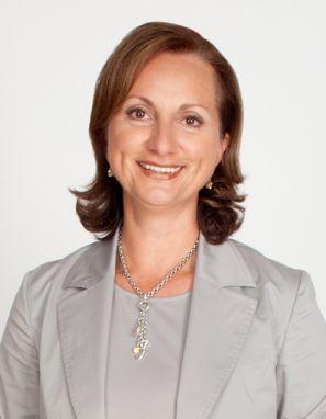 """Unsere Serie """"5 Fragen an HR-Experten"""" hat letztes Jahr sehr grossen Anklang gefunden. Das Jahr 2014 starten wir mit: 5 neuen Fragen an HR-Experten Und dafür hat sich als erstes die geschäftsführende Gesellschafterin von Anova HR-Consulting GmbH, Judith M. Novak, als Interviewpartner zur Verfügung gestellt:"""