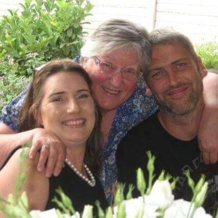 Annemarie Coulsen(v Heerden)  Pieter Schalk, en Magdie v Heerden haar broer en skoonsus