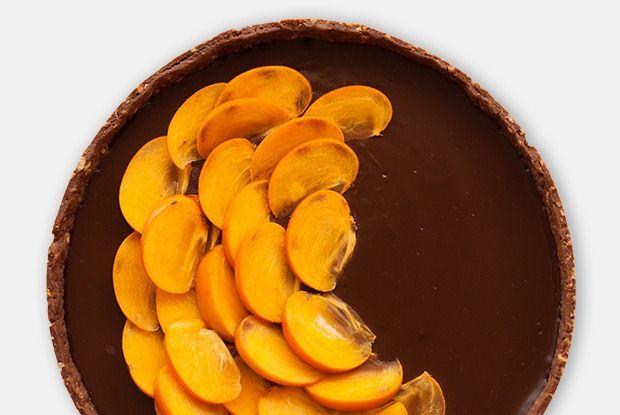Шоколадно-сырный тарт схурмой — Рецепты шефов на The Village