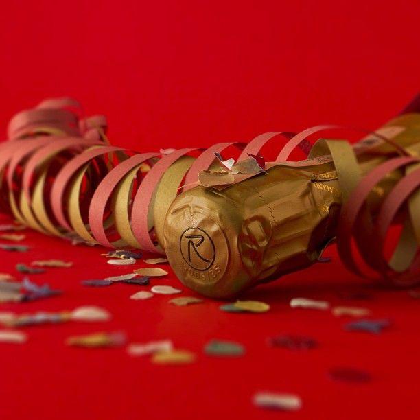 """Tra poco è carnevale!!! #carnevale #carnival #franciacorta #franciacortabrut #vino #wine #party #festa #coriandoli #confetti #corianders #stellefilanti #rosso #red #colori #colours #oro #gold #winelovers #lovewine #instawine #instapic #instaitalia #instagramitalia #martedìgrasso #mardigras #febbraio #february"""""""