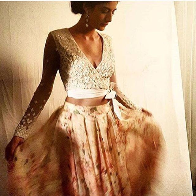 #saree #sareeblouse #India #indian #indiangirl #tamil #hindi #telegu #fashion #indianfashion #bollywoodfashion #lakme #lakmefashionweek #indianbride #bride #indianwedding #wedding