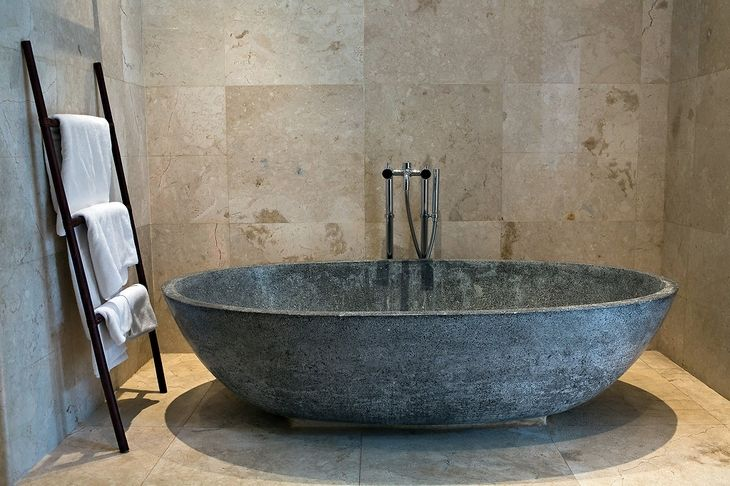 Stunning bathtub (bathroom)