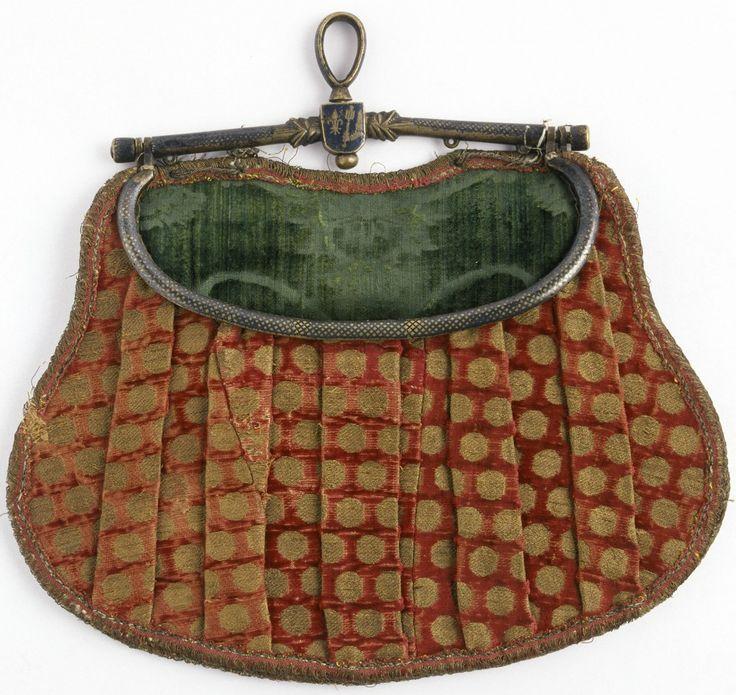 Brocaded velvet purse, Florence, mid 15th century, Museo del Tessuto, Prato