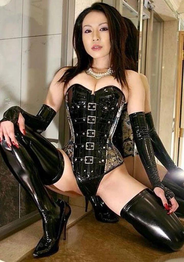 latex mistress store hængepatter