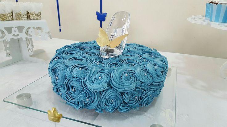 Cinderella's cake - bolo Cinderella - bolo branco recheado com mousse de morango - by Renata Fantini - Petit Petit