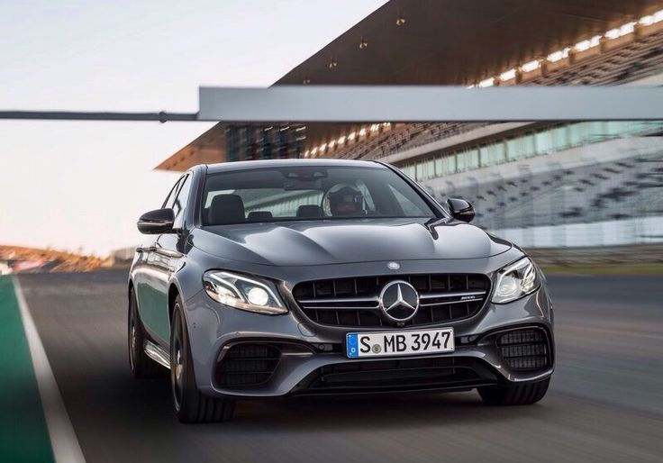 AMG is improving themself. The next rollingship is the Mercedes E63 AMG which completes a part of the E-Classes. The Coupé,Cabrio and T-Model are coming soon. The businesssport machine is buildet with the modern 4Matic system and  the 4.0l twin-turbo V8 with 612HP. The E63 AMG reaches 0-100km in 3,4seconds. The Mercedes comes of corse with a SPEEDSHIFT for some better figures. The E63 AMG S will be inclusive. The sport-limousine comes with bombastic wheels by 19inches. Rivals are the RS6 and…