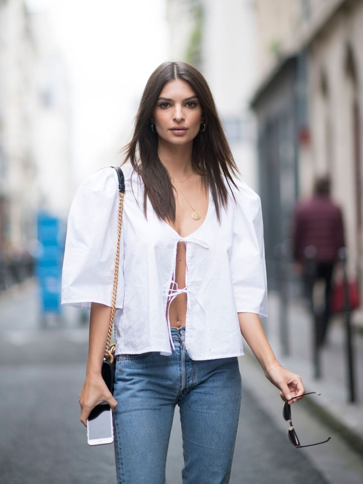 While Emily Ratajkowski is partial to a face full of tawny nude and taupe shades, she isn't afraid to take a colorful risk.