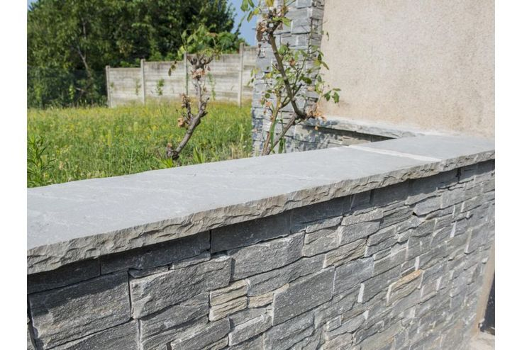 Wall coping slabs. Natural flat stone slabs are cut to exactly 4 cm thick, 120 cm long and are available in three sizes: 35, 40 and 50 cm wide. All the facing sides are split naturally and are available in grey and sand colours.